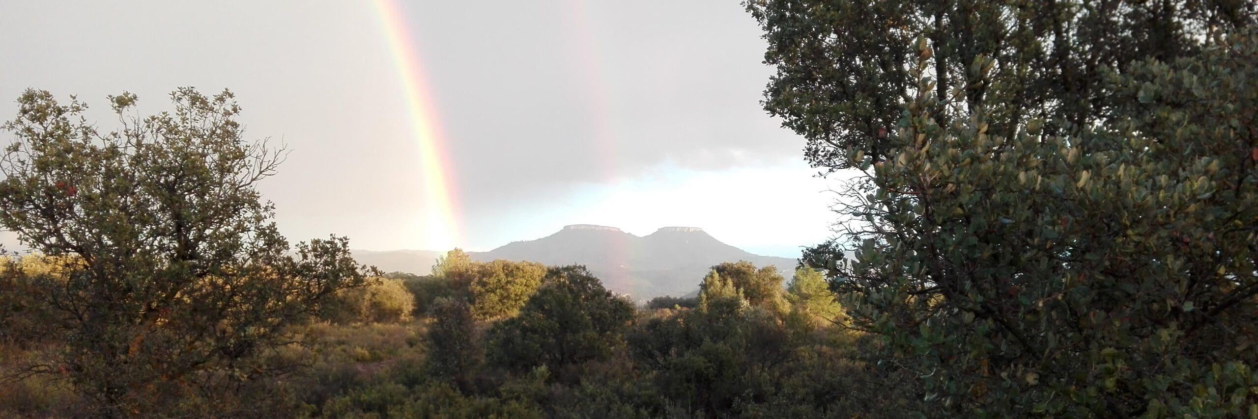 Espectacular arco iris en las Tetas de Viana