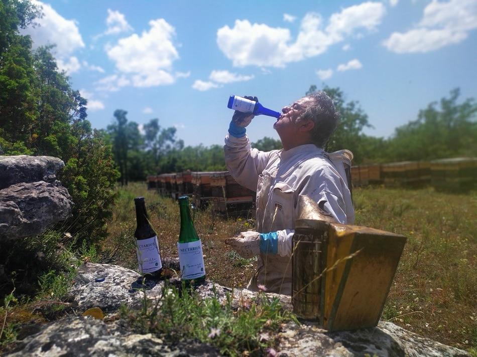 Lee más sobre el artículo Revolución en la Alcarria, forma parte de la primera cerveza ecológica elaborada con miel de la Alcarria
